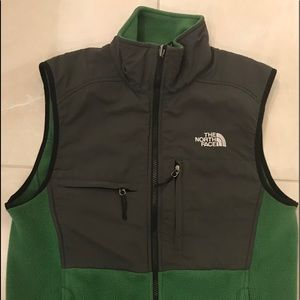 NWOT The North Face vest